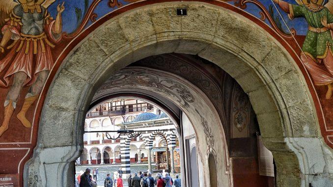 ¡Una gran excursión al Monasterio de Rila! Disfruta de éste lugar en un viaje a Bulgaria. Un sitio mágico y especial.