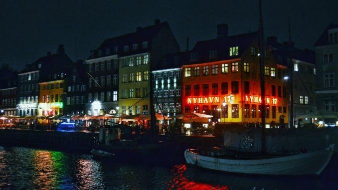 ¿que ver en Copenhague?Puerto de Nyhavn de noche