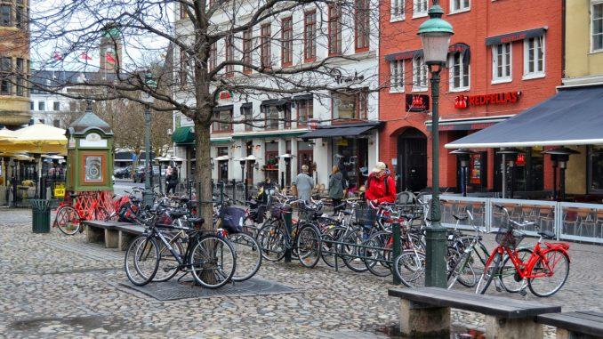 ¿que ver en Malmo? Centro histórico de Malmo, habitantes con bicicletas.
