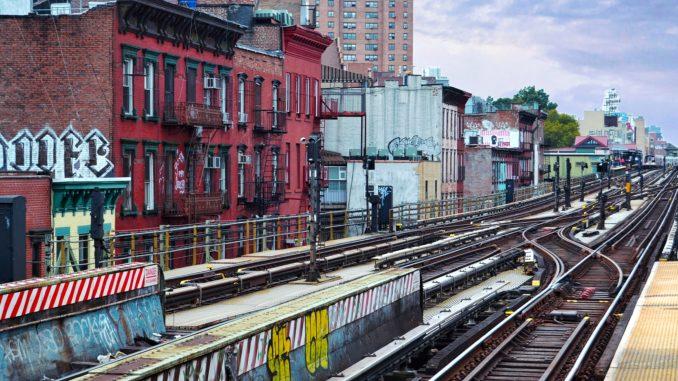 barrio de WILLIAMSBURG, NEW YORK. VIAS DE METRO DE NEW YORK. Preparemos una visita al barrio de Brooklyn llamado Williamsburg. Un autentico barrio del mundo, con sus gentes y su religión.