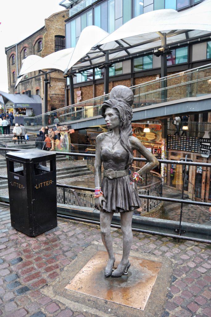 ¡Adelante! Descubre Camden Town, uno de los lugares más alternativos del planeta. Disfruta de este mercado de Londres.