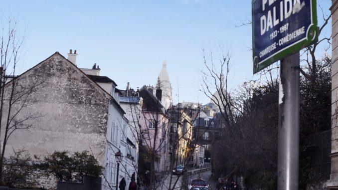 El barrio bohemio de Montmartre es uno de los lugares que tienes que visitar una vez en la vida. Adelante al barrio más romántico del mundo.