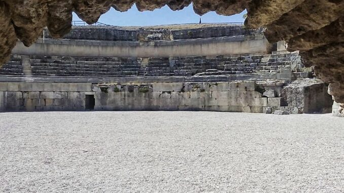 Que ver en Segobriga. Anfiteatro de las ruinas de Segobriga