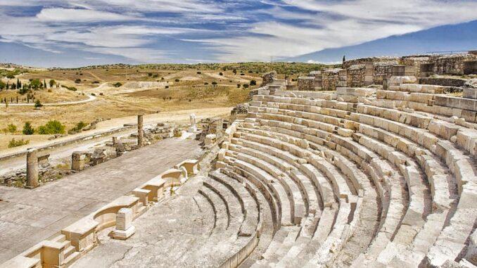Que ver en Segobriga. Teatro romano