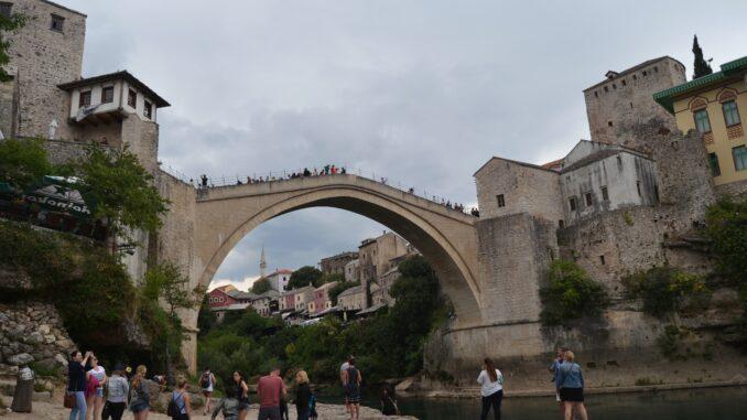 ¡Entra y disfruta de una ciudad autentica! Qué ver en MOSTAR, una ciudad mágica y a su vez interesante de Bosnia.